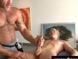 straight man obtains gay cock sucking from masseur
