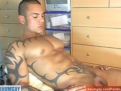 riici a sport hunk obtain wanked his huge penis