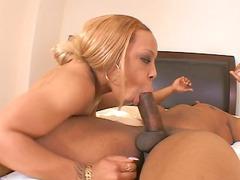 ebony babe obtains her pussy long
