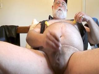 extremely impressive daddy bear (stogiebear)